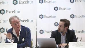 El vicepresidente de la Alianza para la Excelencia Turística, Exceltur, José Luis Zoreda (i), y el director de Estudios e Investigación, Óscar Perelli (d), durante la rueda de prensa de presentación del informe del segundo trimestre del sector turístico español,