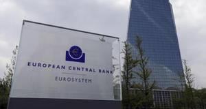 El Banco Central Europeo ha decidido esta semana no incrementar más el volumen mensual de compras de deuda pública y privada en la zona del euro, un paso más en la normalización de su política monetaria.