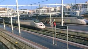 Pasajeros del AVE llegando a la Estación de Alicante