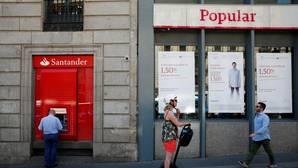 Bruselas da luz verde a la venta del Popular a Banco Santander