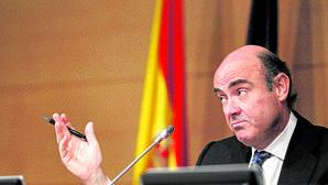 Luis de Guindos en 2012, cuando la Unión Europea concedió un préstamo de 100.000 millones al sistema financiero español