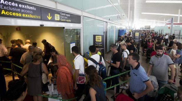 Colas en el aeropuerto de El Prat el pasado miércoles