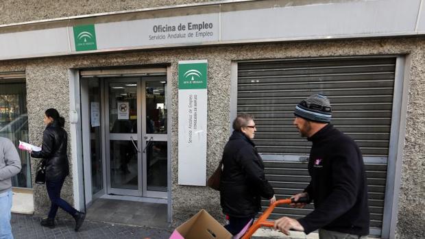 La seguridad social pierde afiliados extranjeros en for Oficina de empleo cadiz