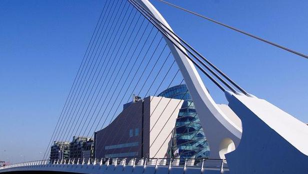 El puente SamuelBeckett, en Dublín, uno de los símbolos de Irlanda