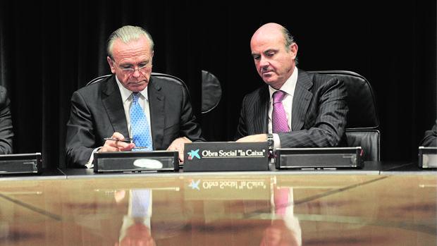 Isidro Fainé, presidente de Fundación la Caixa y Gas Natural, con el ministro de Economía, Luis de Guindos