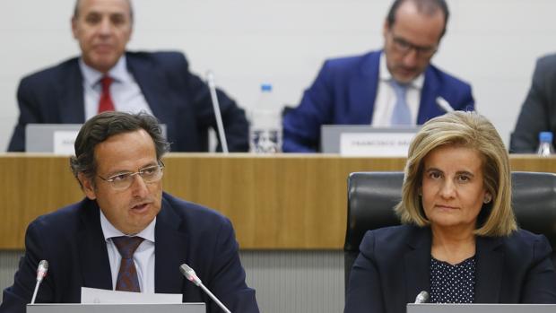 La ministra de Empleo y Seguridad Social, Fátima Báñez, junto al presidente de la Confederación Empresarial de Madrid (CEIM), Juan Pablo Lázaro