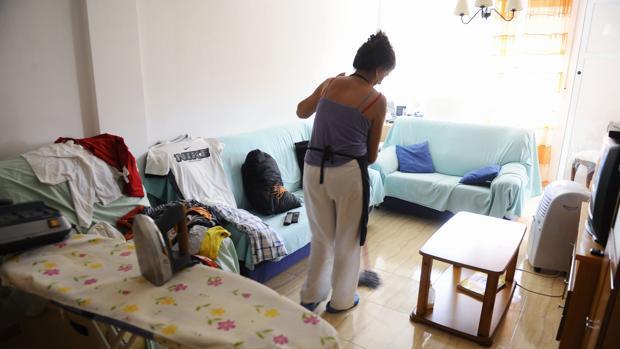 Cada vez son más las personas que se dedican a los servicios domésticos por el aumento de demanda