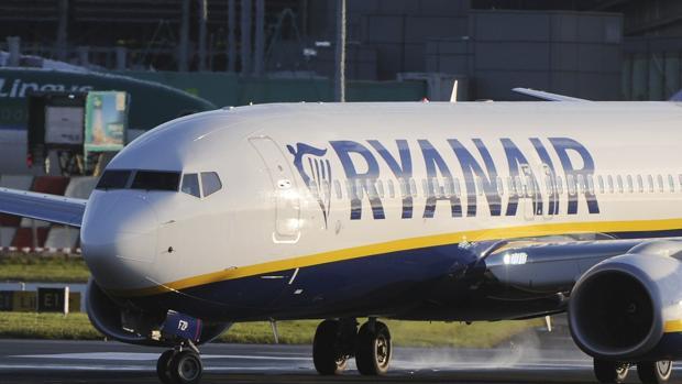 Un Boeing 737 de Ryanair aterriza en el aeropuerto de Dublín, Irlanda, el 28 de septiembre del 2017