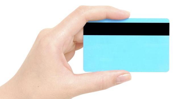 Las «fintech» han creado tarjetas todo en uno que funcionan como dispositivos digitales