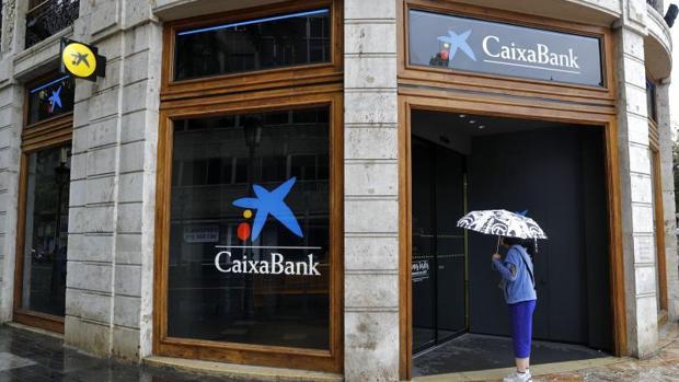 Caixabank ha trasladado su sede social a Valencia, aunque no moverá al grueso de su plantilla
