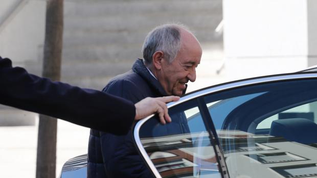 Miguel Ángel Fernández Ordóñez tras su declaración en la Audiencia Nacional por la salida a Bolsa de Bankia el pasado mes de marzo