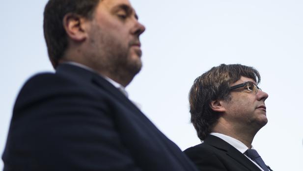 El vicepresidente económico de la Generalitat, Oriol Junqueras, y el presidente del Govern, Carles Puigdemont