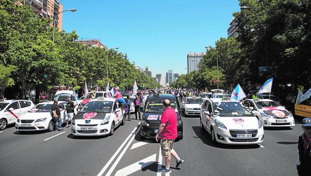 Manifestacion de taxistas en favor del sector del taxi Foto Matias Nieto ARCHDC Madrid 27/07/2017