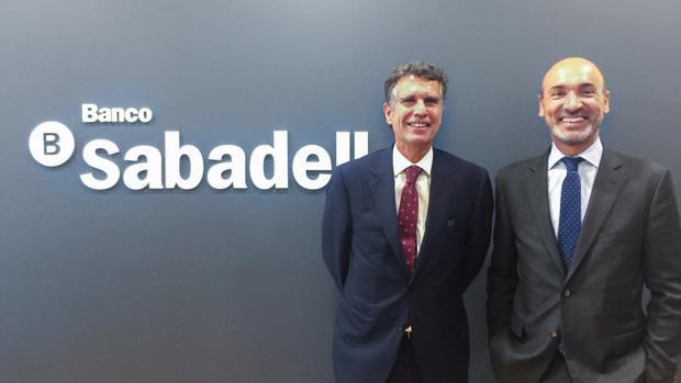 El consejero delegado del Sabadell, Jaime Guardiola, y el director del Sabadell en México, Francesc Noguera