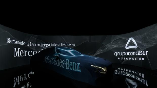 Sala interactiva de Concesur en la que el comprador recibe su nuevo Mercedes Benz
