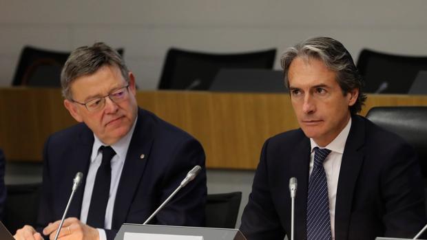El ministro de Fomento, Íñigo de la Serna, junto al presidente de la Generalitat Valenciana, Ximo Puig, en el acto de este martes