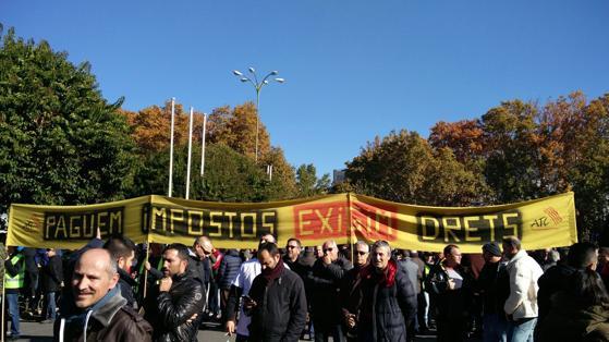 «Pagamos impuestos, exigimos derechos», se lee en la pancarta