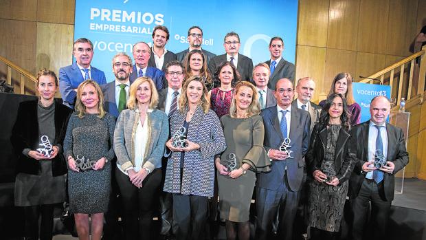 En primera fila: Carolina Álvarez-Ossorio (Ecoalf), Mª del Mar Fuertes (El Pozo), Cristina Martín Conejero (Dtra. gral. digital Vocento), Fabricia Abreu (Iberdrola), Mª Helena Antolín (Grupo Antolín), José Luis González-Besada (El Corte Inglés), Cristina García Hipólito (Fundación DKV Integralia), Iñaki Garay (Renfe). Detrás: Iñaki Arechabaleta (Dtor. gral. de negocio Vocento); José Antonio León (Grupo PSA), José María Gay de Liébana, Jesús Echevarría (Inditex), Sonia Pascual (Calidad Pascual), Blanca Montero (Banco Sabadell), Lorenzo Cooklin (Mutua Madrileña), Juan Francisco Polo (Ferrovial), Arantxa Ezpeleta (Acciona). En la última fila: Juan Urdiales (Job&Talent), Rafael Martínez de Vega (Dtor. gral. comercial Vocento), Óscar Campillo (Dtor. gral. de Comunicación y RRII Vocento) y Juan Emilio Maíllo (Telefónica)
