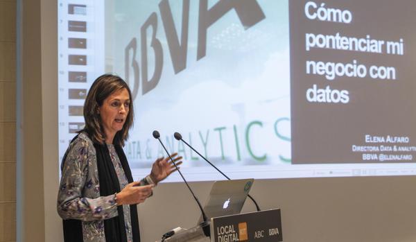 Elena Allfaro durante su conferencia en la Casa de ABC de Sevilla