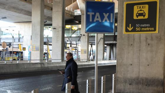 Así se encuentran las paradas de taxis del Aeropuerto de Madrid-Barajas