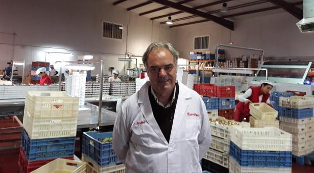 Daniel Nieto, en el área de embalajes de la fábrica de Santa Amalia