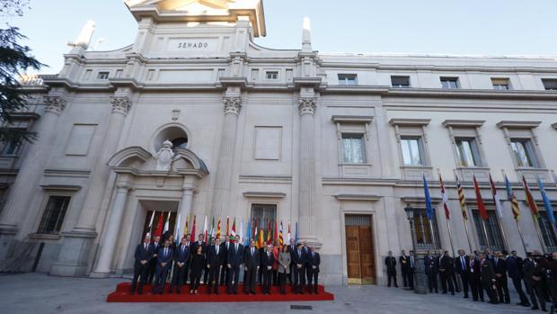 Foto de familia de la conferencia de presidentes autonómicos celebrada en el Senado en enero de 2017