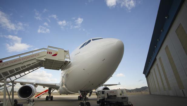 Avión de Iberia en el aerpuerto de Barajas