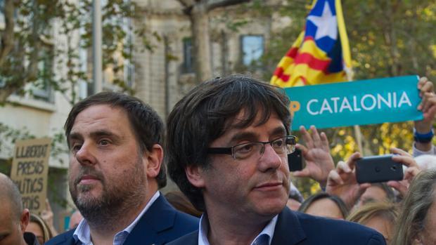 Puigdemont y Junqueras, durante una concentración independentista en octubre del año pasado