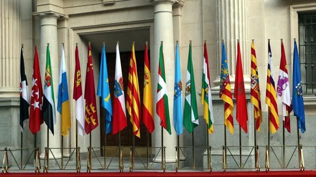 Banderas autonómicas en la última Conferencia de Presidentes