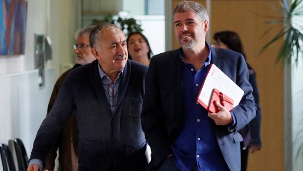 Los secretarios generales de UGT y CCOO, Pepe Álvarez (izda) y Unai Sordo (dcha)