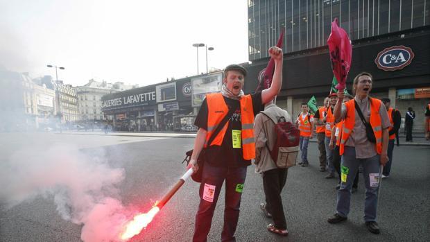Manifestación en París de empleados de La Poste en 2009