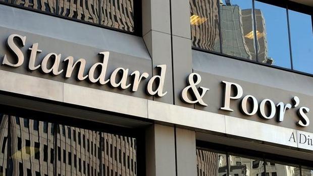 Standard & Poor's es una de las tres grandes agencias de «rating» junto con Moody's y Fitch
