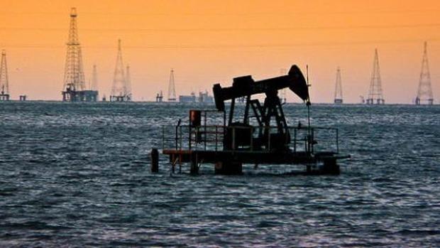 Yacimiento petrolero en el lago venezolano de Maracaibo