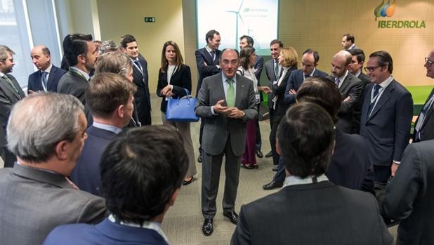 Ignacio Galán, reunido esta mañana con representantes de los 24 bancos participantes en la operación