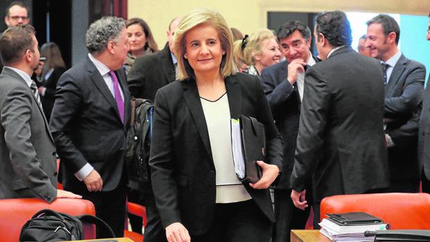 La ministra de Empleo antes de su comparecencia en el Congreso