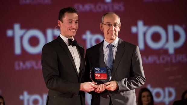 Novartis recibiendo el premio a la mejor empresa Top Employers