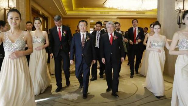 Wang Jianlin con Enrique Cerezo en una imagen de archivo