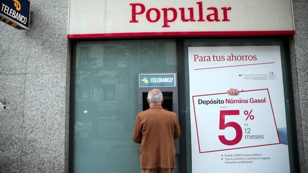 La fuga de depósitos obligó en 2017 a resolver el Popular