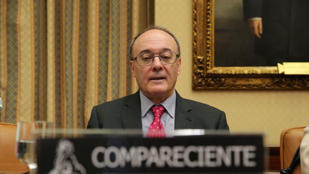 El gobernador del Banco de España, Luis María Linde, en su comparecencia ante el Congreso