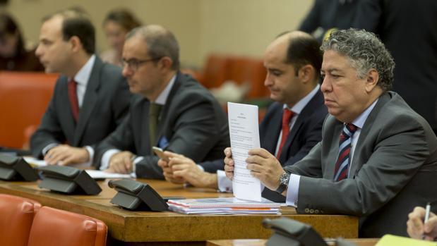 El secretario de Estado de Seguridad Social, Tomás Burgos, a la derecha