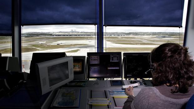 Controlador aéreo en la T-4 de Madrid