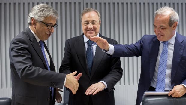 Giovanni Castellucci (Atlantia), Florentino Pérez (ACS) y Marcelino Fernández Verdes (ACS), durante su anuncio de opa hace algunos mese