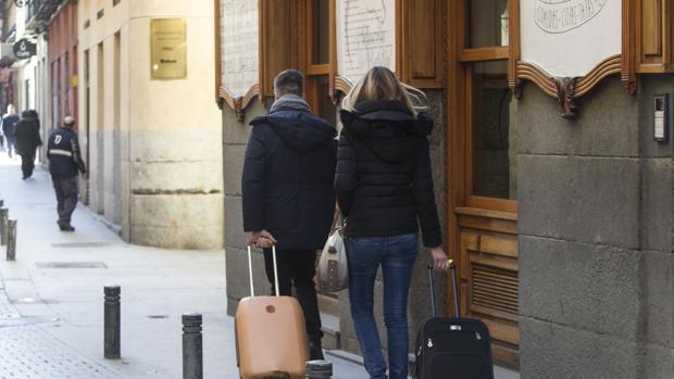 La fianza es fijada según lo convenido por ambas partes en el contrato de alquiler