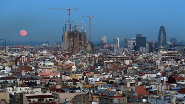 Madrid es la comunidad más beneficiada por estos traslados, ya que ha acogido al 61% de las que se han ido de Cataluña
