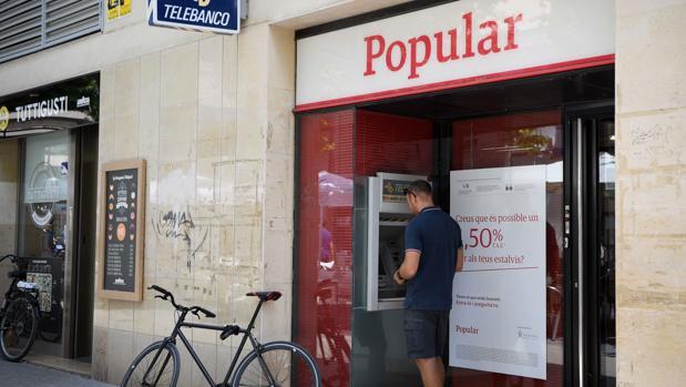Imagen de archivo de una oficina del Popular, ahora filial del Santander