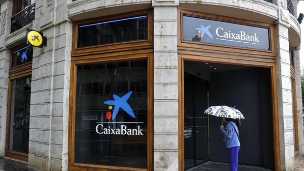 Imagen de archivo de una sucursal de Caixabank