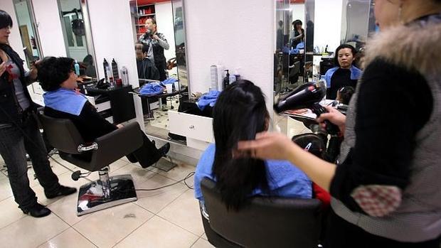 La subida del IVA de las peluquerías del 8% al 21% provocó el cierre de muchos negocios