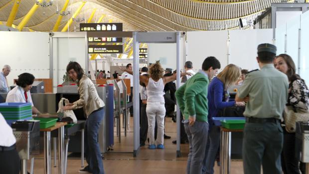 Un control de acceso en al aeropuerto de Adolfo Suárez-Madrid Barajas