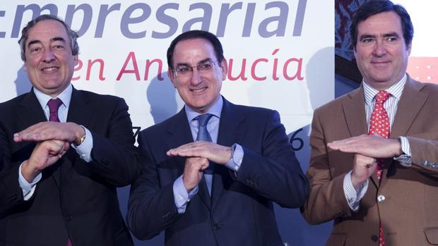 Juan Rosell, Javier González de Lara y Antonio Garamendi durante un acto celebrado en Antequera
