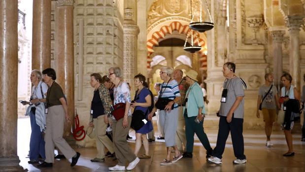 El gasto medio diario por turista en junio fue de 1.100 euros, con un repunte anual del 3,2%